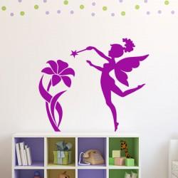 Sticker Petite fée avec une fleur géante